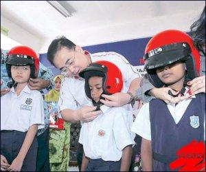 Helmet-Budak-Sekolah